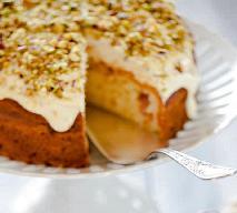 Tort orzechowy: przepis idealny na komunię i uroczyste przyjęcie