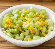 Bardzo prosta sałatka z selera naciowego i kukurydzy