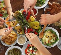 Co zrobić z resztkami jedzenia po świętach - jak oddać nadmiar świątecznego jedzenia?