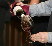 Jaka powinna być temperatura wina? Zasady serwowania różnych rodzajów wina