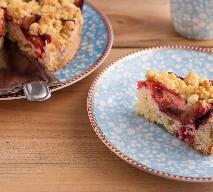 Placek śliwkowy z kruszonką: przepis na pyszne ciasto