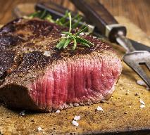Stek z jelenia z kaszą bulgur w sosie grzybowym oraz marynowanymi buraczkami [PRZEPIS LATA Z RADIEM]