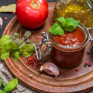 Jak zrobić łagodny ketchup domowy? Sprawdzony przepis