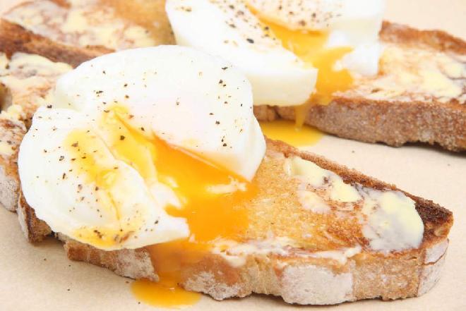 Jak zrobić jajka po angielsku? Przepis