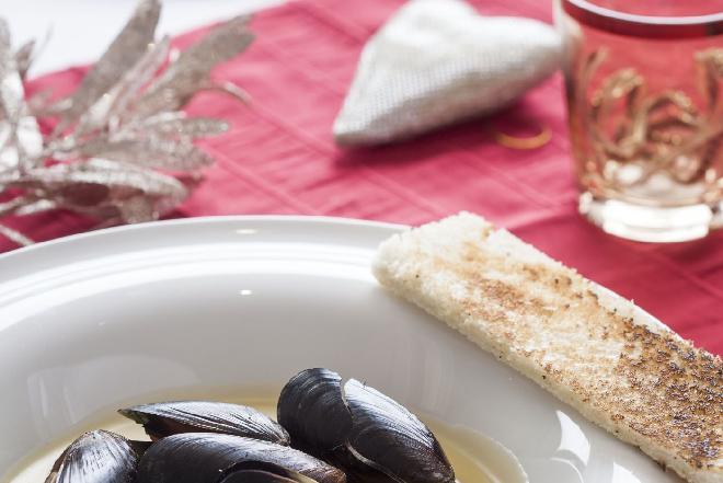 Mule w w białym winie: przepis na wyrafinowane danie na walentynki