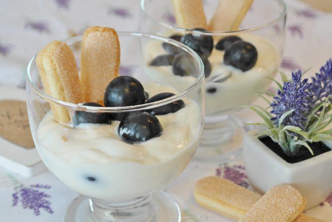 Deser z alkoholem - krem śmietankowy z winogronami