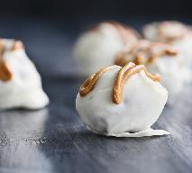 Domowe cukierki w białej czekoladzie - prosty przepis na michałki własnej roboty