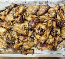 """Chrupiące skrzydełka kurczaka z 6 składników: przepis z programu """"Amy Schumer uczy się gotować"""""""