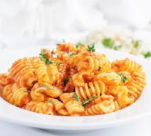Radiatori w sosie pomidorowym: pomysł na makaron kaloryferki