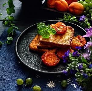 Pokrzepiające tosty francuskie z morelami w miodzie