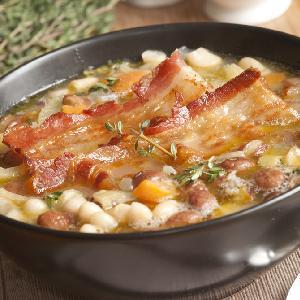 Treściwa zupa fasolowa na wędzonce