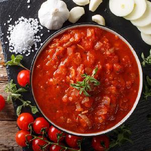 Cudowna cebula duszona w sosie pomidorowym - danie o niezapomnianym smaku