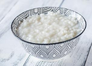 Chińskie congee - przepis bazowy na chiński kleik ryżowy. Jakie dodatki pasują do congee?
