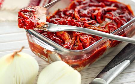 Śledź po turecku - PRZEPIS na śledzia w pomidorach i papryce