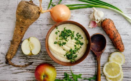 Łatwa zupa z pietruszki i jabłek: przepis na pietruszkowy krem