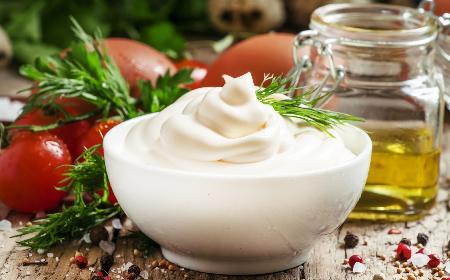 Jak zrobić sos majonezowy bez majonezu? Przepis diety Dukana