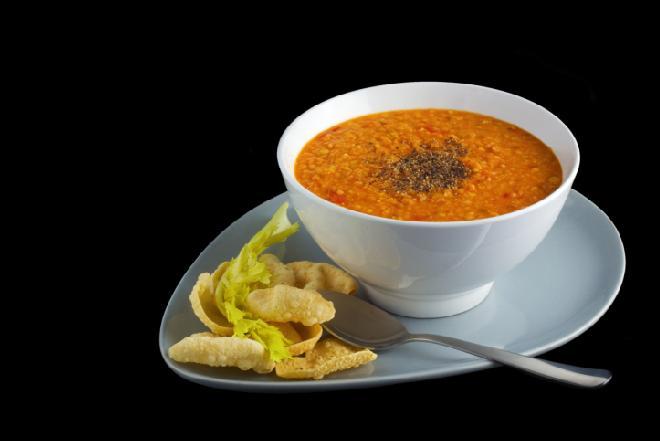 Turecka zupa Ezogelin - prosty przepis na turecką zupę z soczewicy