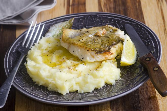 Mintaj pieczony w folii - łatwy przepis na pyszną pieczoną rybę