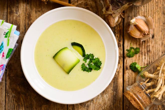 Zupa krem z awokado z kokosową nutą - aksamitny chłodnik, od którego się uzależnisz
