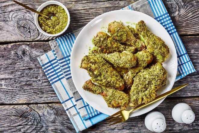 Obłędnie smaczny kurczak pieczony z pesto: łatwy sposób na doskonały obiad